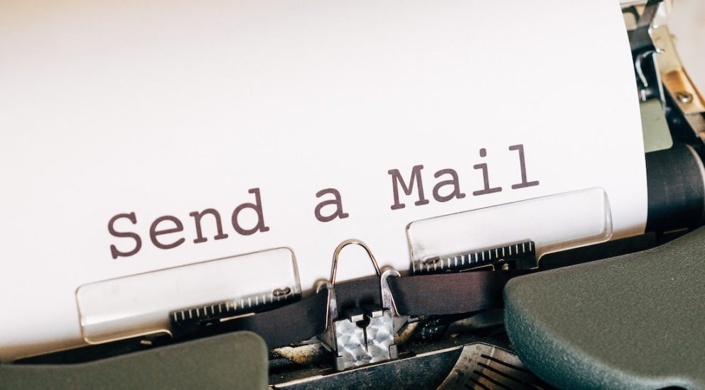 Send a Mail Text auf Papier in einer Schreibmaschine